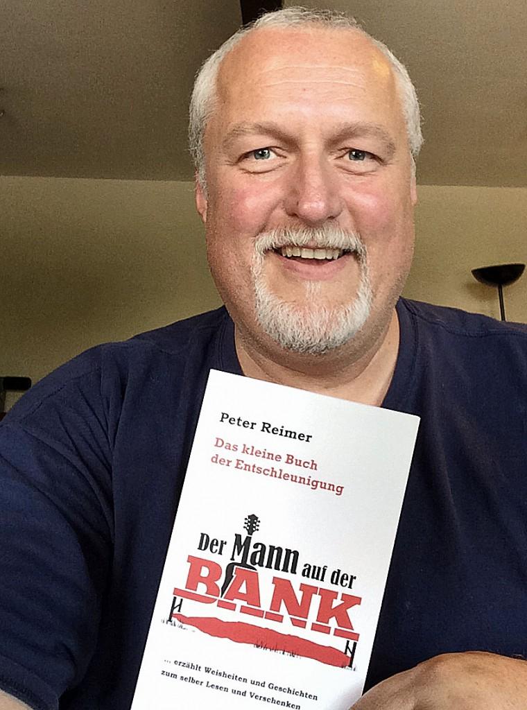 """Peter Reimer und sein neues Buch """"Das kleine Entschleunigungsbuch. Der Mann auf der Bank erzählt Geschichten zum Selberlesen und Verschenken"""